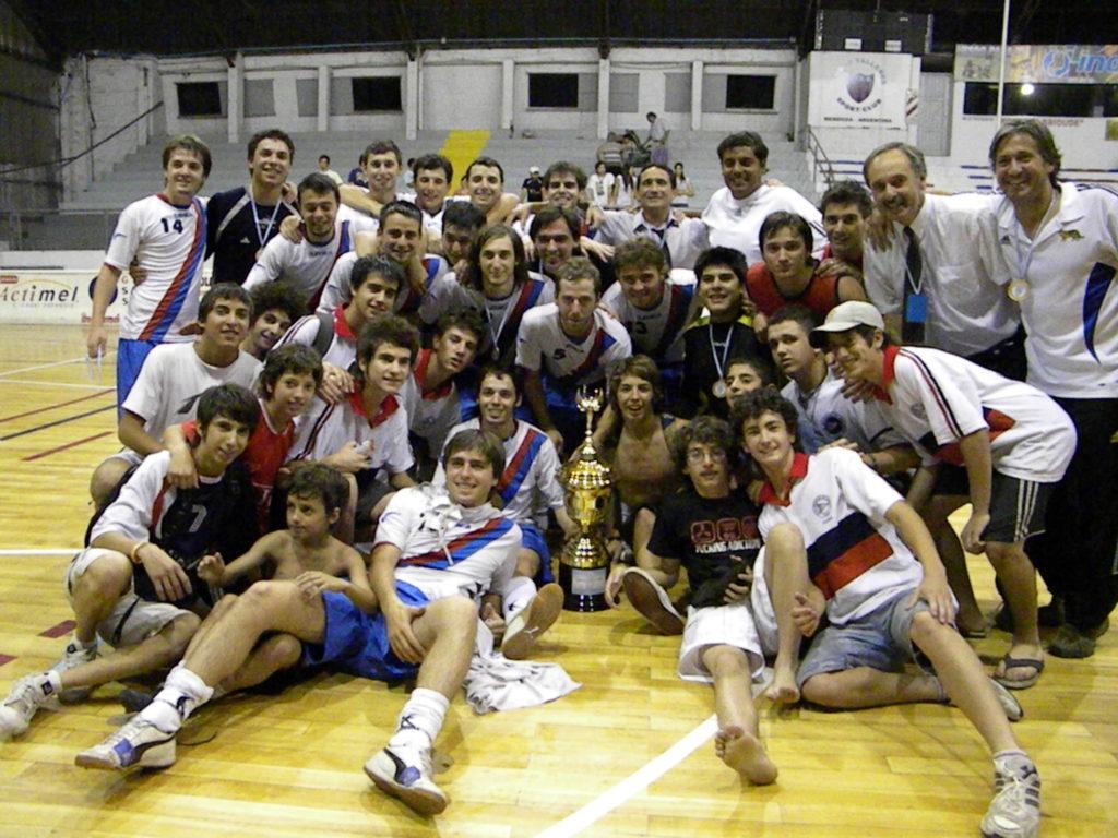 José Elespe y Edgardo Garbín fueron DT y delegado del Regatas campeón de la Copa de Oro. Ambos siguen ligados al futsal