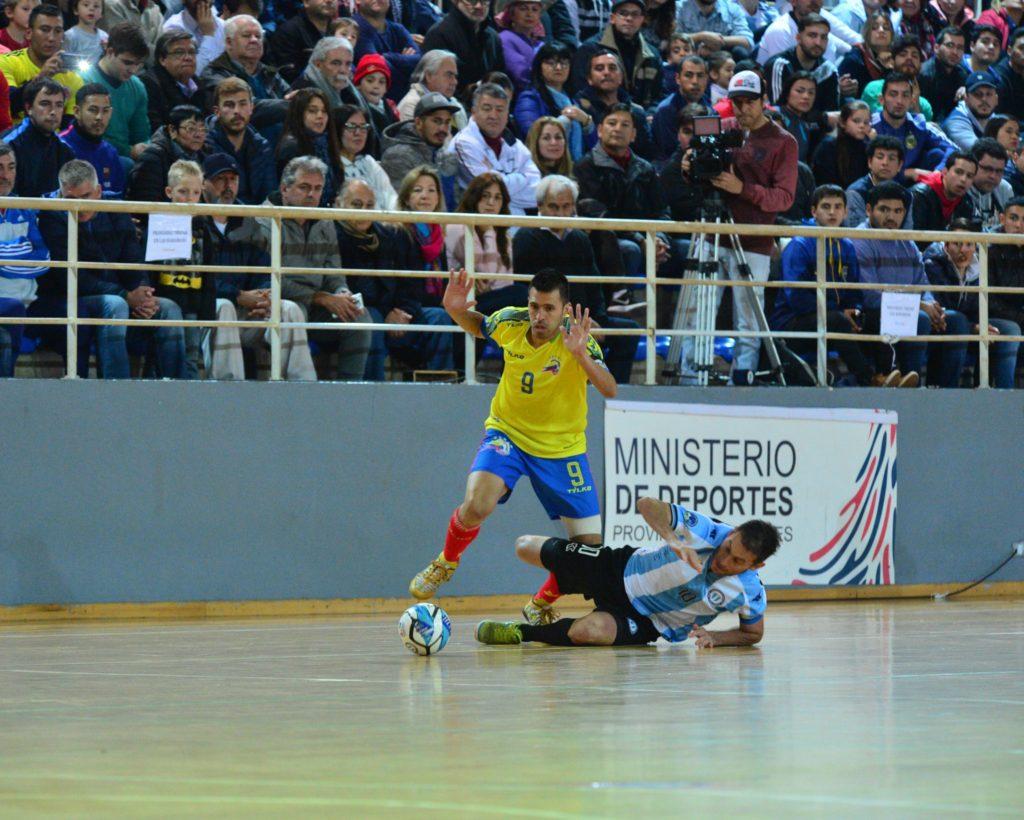 Jhon Pinilla y Marcelo Mescolatti, las figuras que tuvo el Desafío Mundialista. Foto Ministerio de Deportes de Misiones